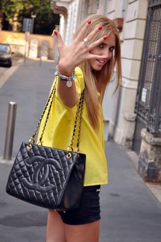 Blonde Salad Modates.gr with Chiara Ferragni holding CHANEL handbag