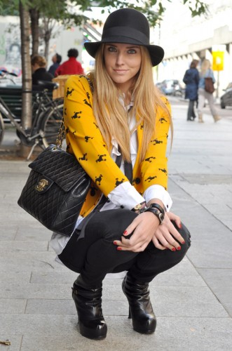 Modates.gr with Chiara Ferragni wearing CHANEL handbag