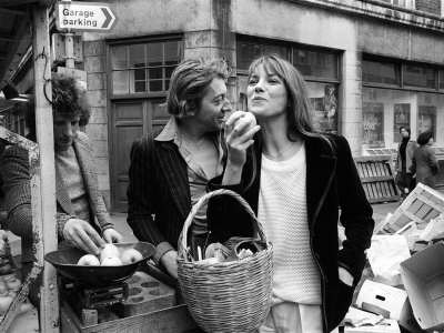 jane-birkin-and-serge-gainsbourg-arrived-in-london-and-went-shopping-in-berwick-street-market (400x300)