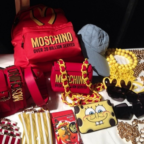 Moschino...Dinner is served accessories by modates.gr