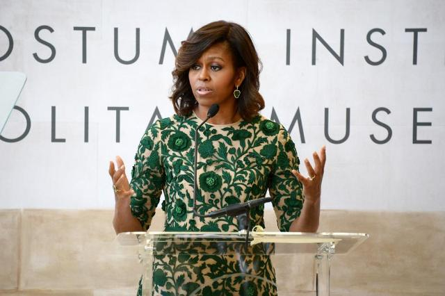Michelle Obama honors Anna Wintour at the Met by modates.gr